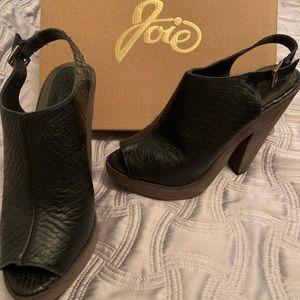 Joie platform casual heels.